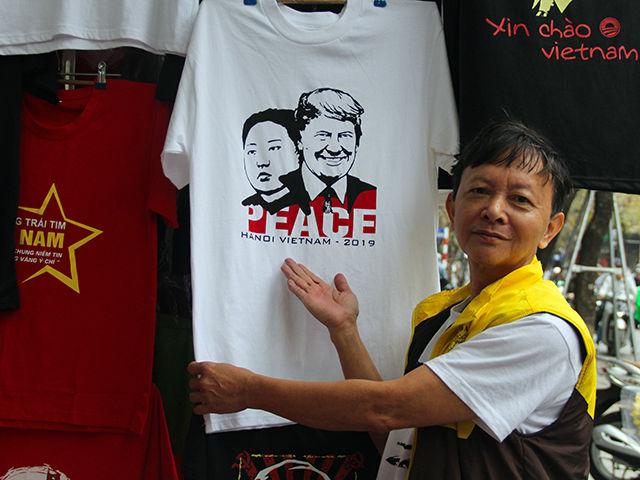 """Những ý tưởng kinh doanh """"độc, lạ"""" ăn theo hội nghị thượng đỉnh Mỹ -Triều - 1"""