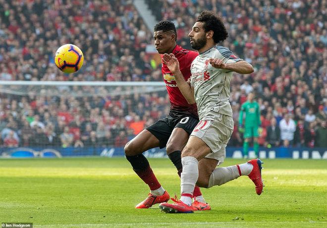 Hòa MU, Liverpool chiếm ngôi đầu Ngoại hạng Anh: Vì sao Man City vẫn vui? - 1