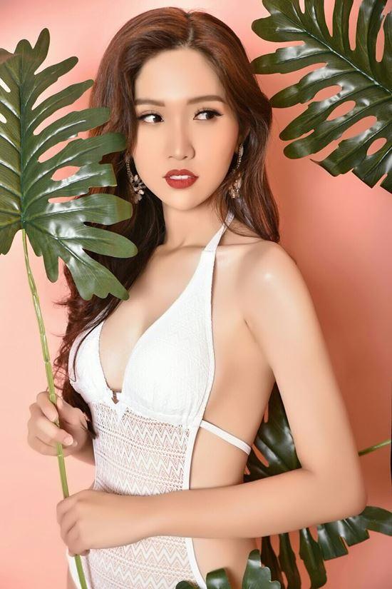 Hoa khôi chuyển giới Việt nữ tính khi diện áo tắm nóng bỏng