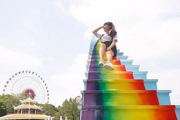 Xuất hiện 'cầu vồng chân mây' ở Sài Gòn khiến dân tình muốn xách balo lên và đi - 13