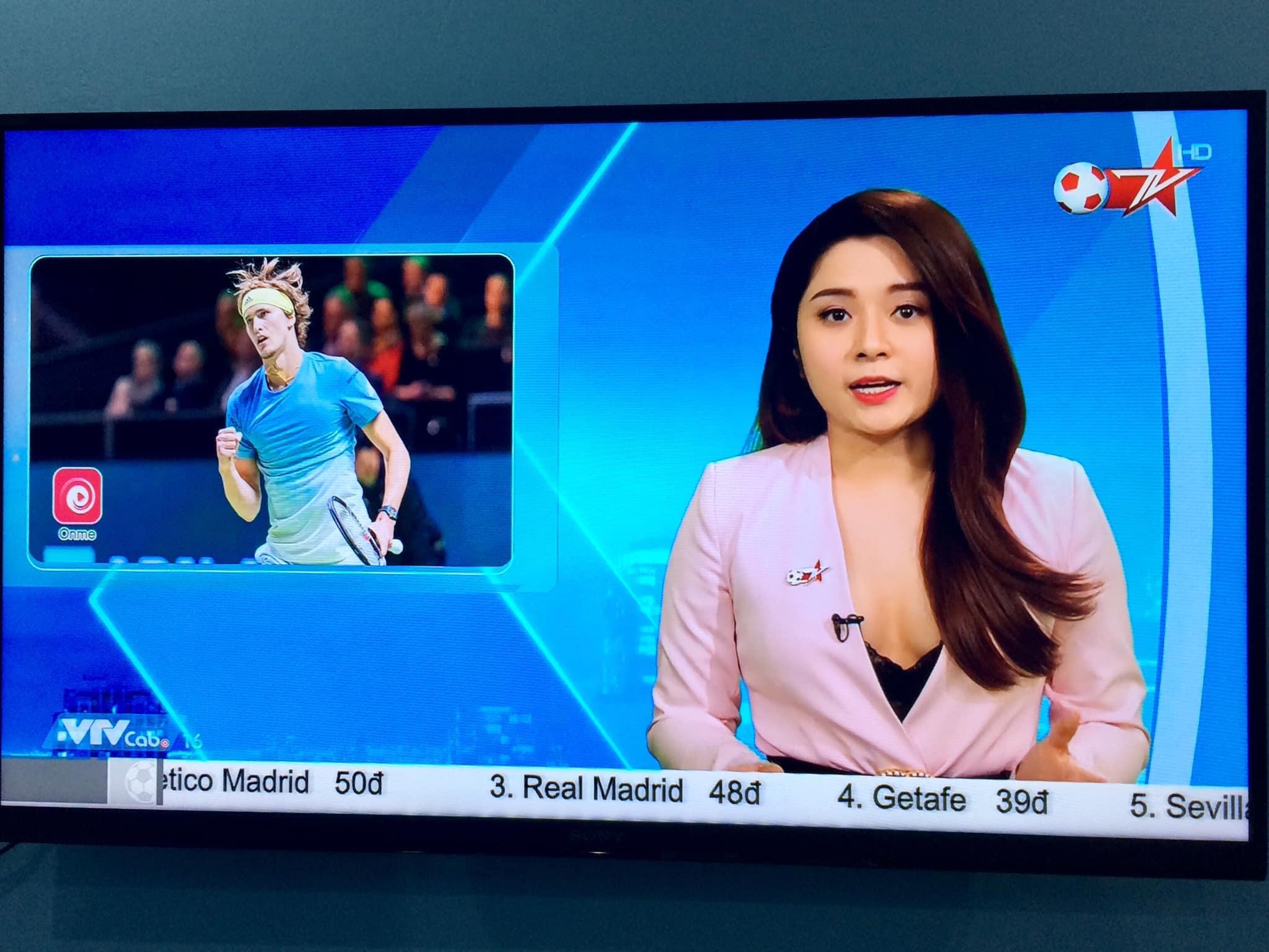 Nữ MC thể thao ăn mặc quá gợi cảm trên sóng truyền hình Việt là ai