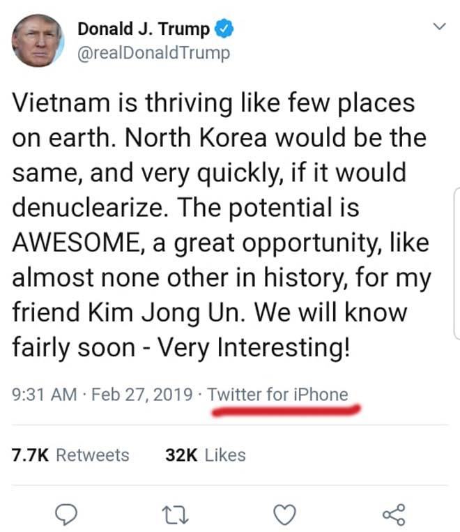 Tổng thống Donald Trump đang sử dụng điện thoại gì ở Việt Nam? - 1