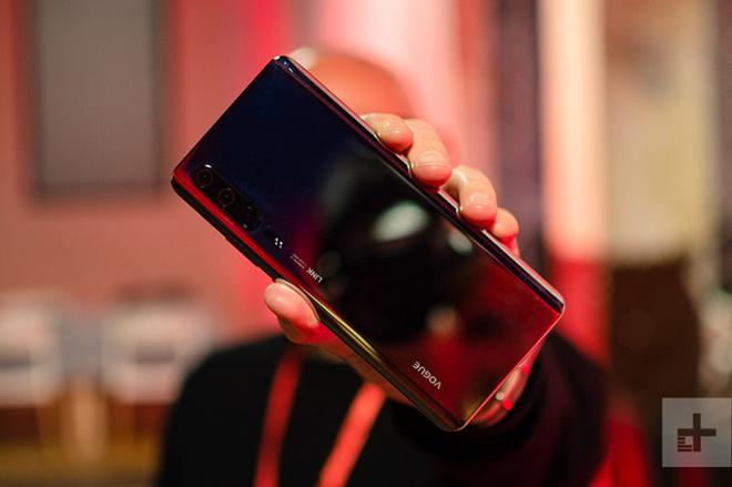 Hình ảnh đầu tiên của Huawei P30 Pro trong đời thực, đẹp khó cưỡng - 1