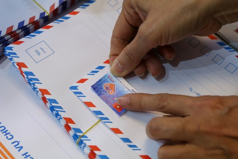 """Bán hết 800.000 bộ tem """"Chào mừng Hội nghị Thượng đỉnh Hoa Kỳ - Triều Tiên"""" chỉ sau một ngày - 6"""