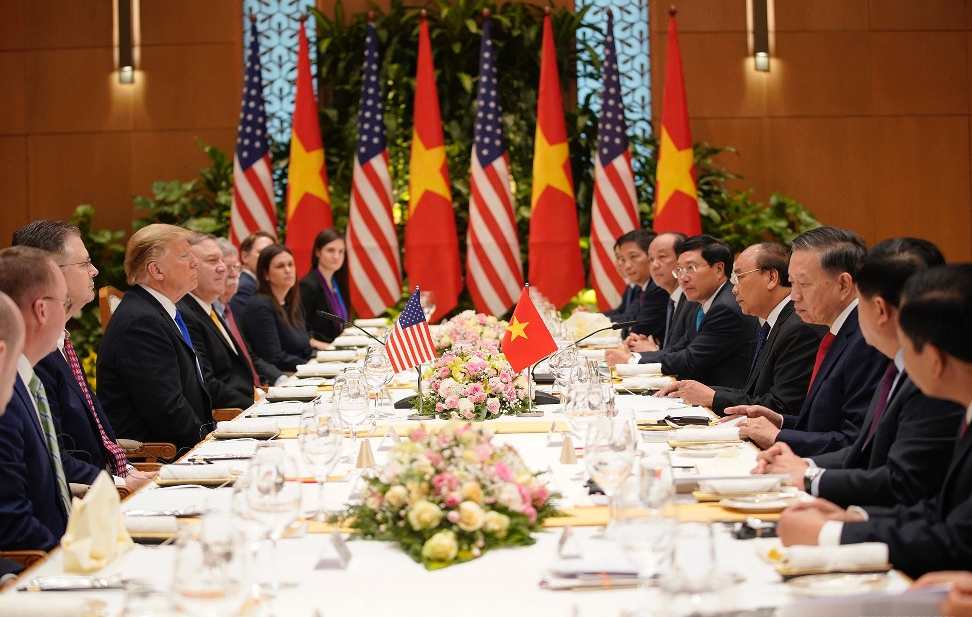 Tiệc trưa của Thủ tướng Việt Nam và Tổng thống Mỹ Trump có gì đặc biệt? - 1