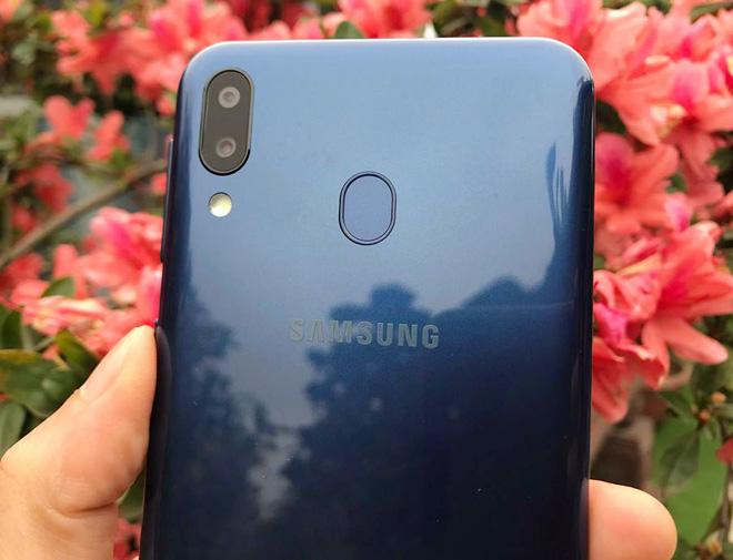 """Đánh giá chi tiết Galaxy M20: Vừa rẻ vừa """"ngon"""" - 10"""