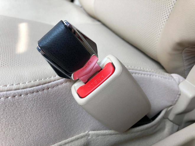 Những vật dụng gây nguy hiểm cho người trên xe ô tô mà bạn không ngờ tới - 1