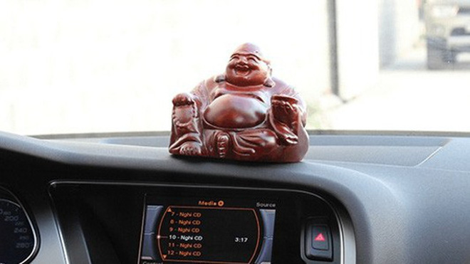 Những vật dụng gây nguy hiểm cho người trên xe ô tô mà bạn không ngờ tới - 2