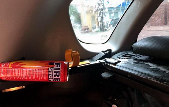 Những vật dụng gây nguy hiểm cho người trên xe ô tô mà bạn không ngờ tới - 3