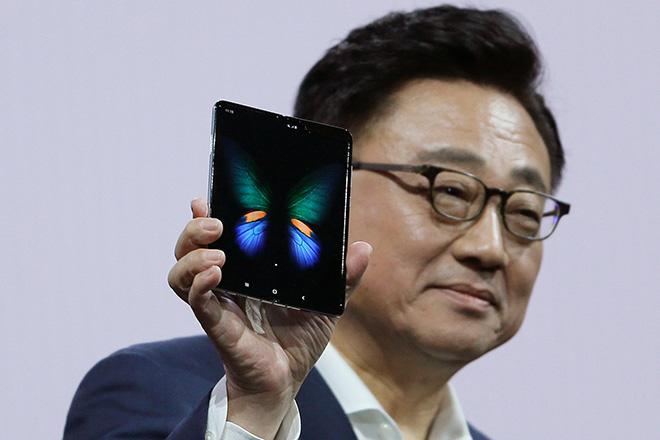 Giới phân tích tin Apple khó có thể cạnh tranh với Galaxy Fold của Samsung - 1