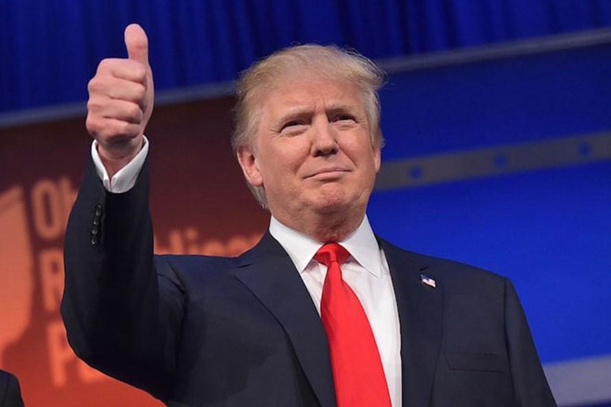 """Tổng thống Donald Trump thời trẻ đẹp trai như """"nam thần"""" với thời trang lịch lãm - 1"""