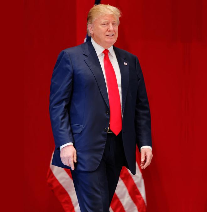 """Tổng thống Donald Trump thời trẻ đẹp trai như """"nam thần"""" với thời trang lịch lãm - 12"""