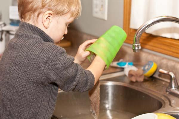 Vì sao trẻ sẽ dễ thành công nếu biết làm việc nhà từ bé? - 1