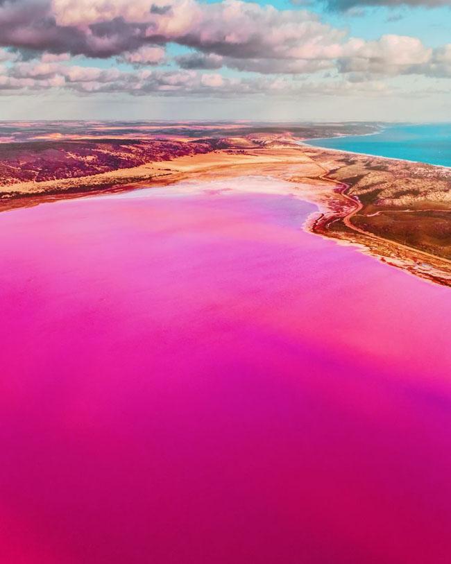 Giật mình phát hiện hồ nước màu hồng duy nhất trên thế giới - 7
