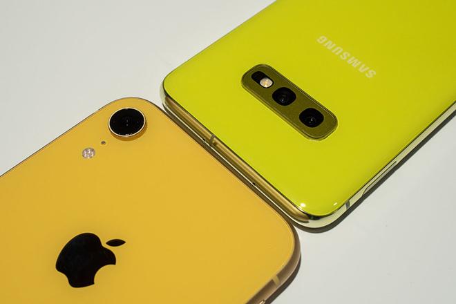 Có trong tay 17,4 triệu đồng, mua iPhone XR hay Galaxy S10e? - 1