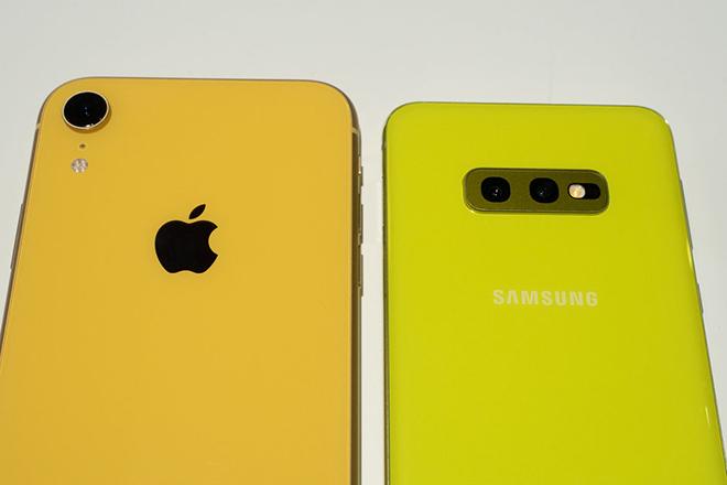 Có trong tay 17,4 triệu đồng, mua iPhone XR hay Galaxy S10e? - 3