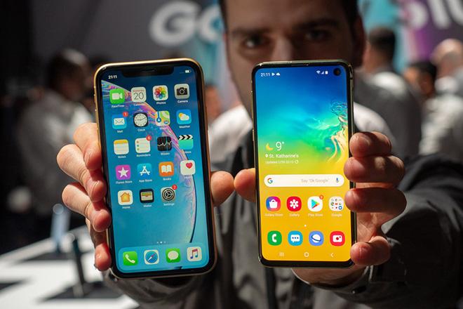 Có trong tay 17,4 triệu đồng, mua iPhone XR hay Galaxy S10e? - 4