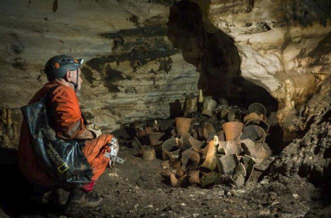 """Bên trong hang động """"thần bí"""" 1.000 năm tuổi của người Maya - 1"""