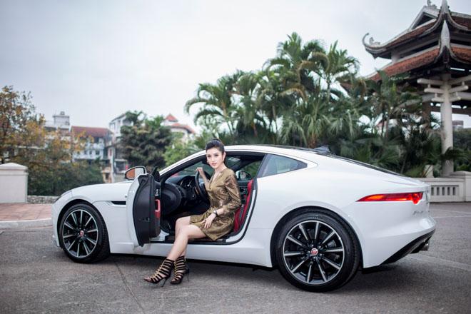 """Á hậu Huyền My """"tậu"""" xe thể thao Jaguar F-Type giá 6 tỷ đồng - 2"""