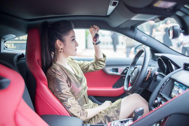 """Á hậu Huyền My """"tậu"""" xe thể thao Jaguar F-Type giá 6 tỷ đồng - 4"""