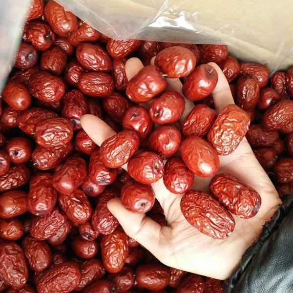 Lạ lùng: Chị em lùng mua đặc sản táo đỏ Tàu ngon bổ 300.000 đồng/kg