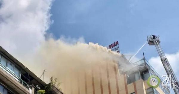 """Nóng 24h qua: Cháy ở nhà hàng nổi tiếng TP.HCM với nhiều loài cá """"khủng"""""""