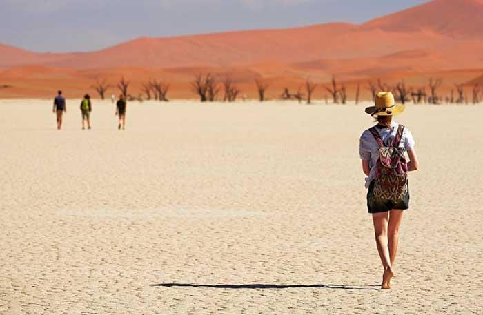 Sa mạc nguy hiểm nhất thế giới, nơi cồn cát đỏ rực mọc trên nền đất trắng như tuyết - 10