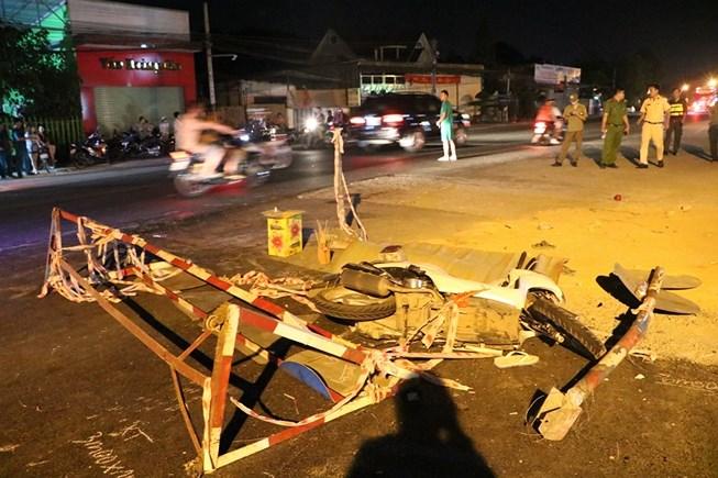 Nam thanh niên chết vì đâm phải rào chắn ở giữa đường - 2