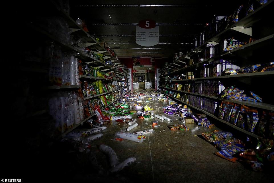 Venezuela chìm trong bóng tối ngày 5: Cướp bóc tràn lan, nhiều bệnh nhân chết - 1