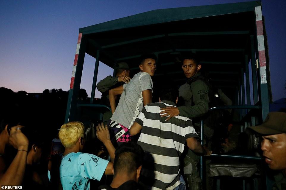 Venezuela chìm trong bóng tối ngày 5: Cướp bóc tràn lan, nhiều bệnh nhân chết - 5