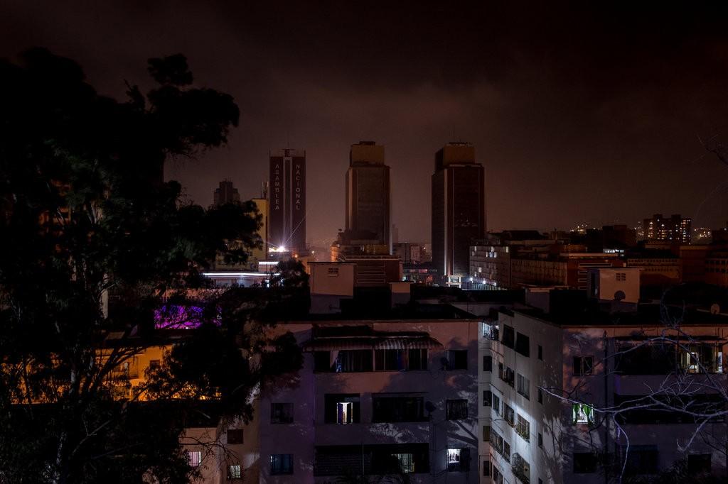 Venezuela chìm trong bóng tối ngày 5: Cướp bóc tràn lan, nhiều bệnh nhân chết - 7
