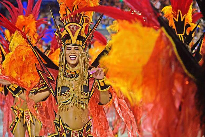Tình cũ của Neymar khoe vẻ đẹp bốc lửa trong lễ hội sexy nhất Brazil - 11