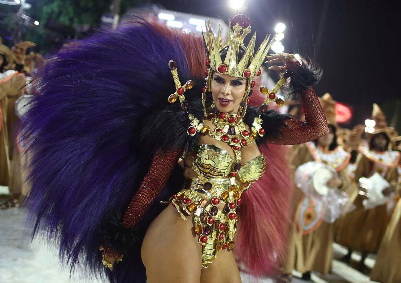 Tình cũ của Neymar khoe vẻ đẹp bốc lửa trong lễ hội sexy nhất Brazil - 8