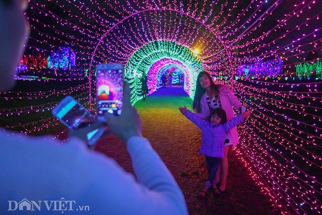 """Hình ảnh """"khu vườn ánh sáng"""" ở Hà Nội hút đông bạn trẻ đến check-in - 7"""