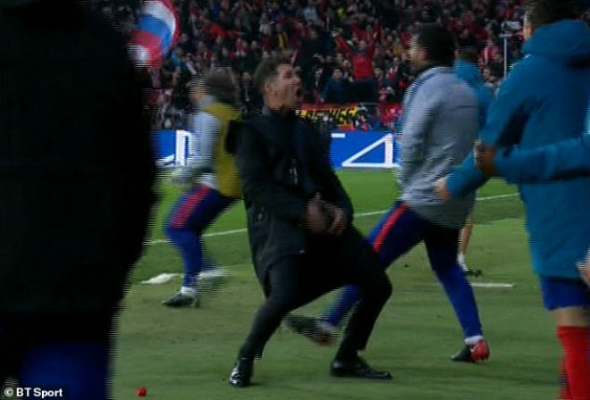 """Ronaldo liệu có bị phạt vì ăn mừng phản cảm """"trả đũa"""" Simeone gây bão cúp C1? - 3"""