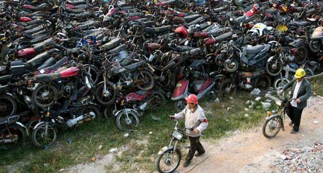 Cấm xe máy, người dân ở thành phố này phản ứng ra sao? - 1