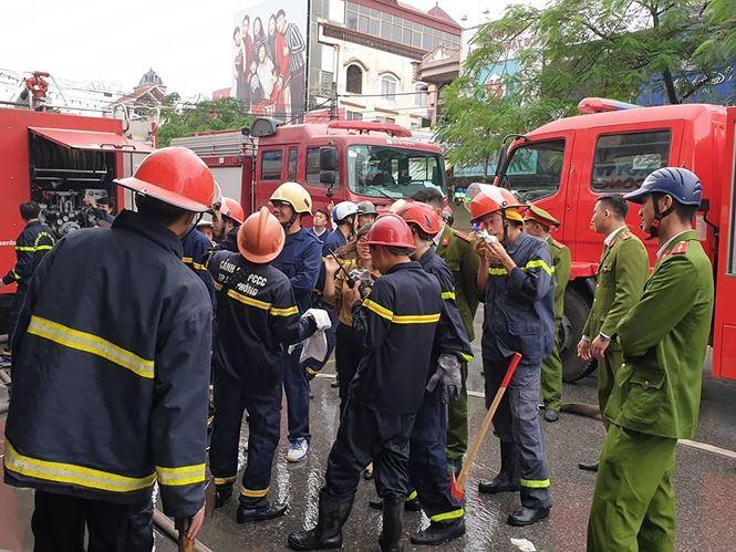 Hiện trường vụ cháy khách sạn kinh hoàng ở Hải Phòng - 4