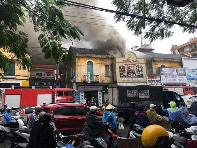 Hiện trường vụ cháy khách sạn kinh hoàng ở Hải Phòng - 11