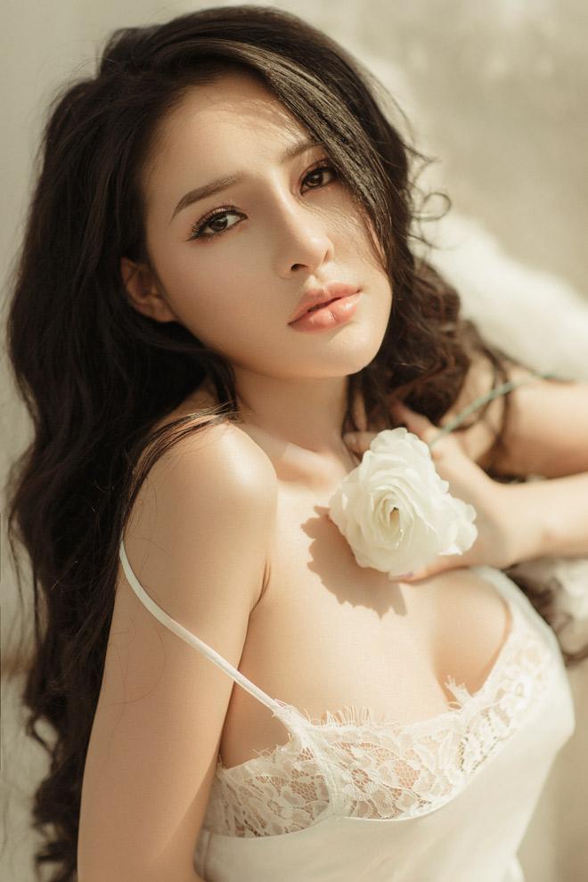 Được mẹ Lương Bằng Quang ủng hộ, Ngân 98 tự tin tung bộ ảnh váy ngủ quyến rũ