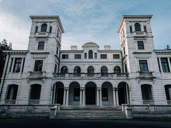 Những lâu đài cả triệu đô bị bỏ hoang khiến du khách tiếc hùi hụi - 3