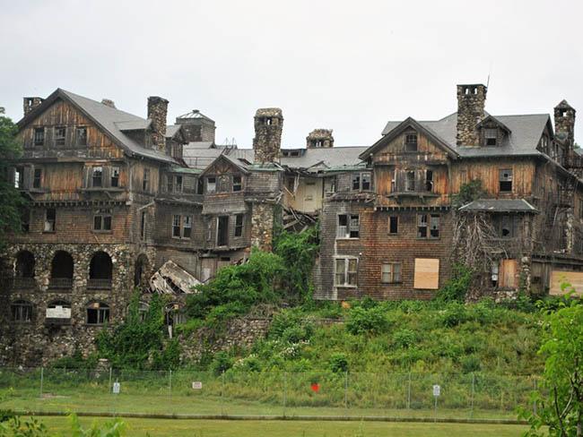 Những lâu đài cả triệu đô bị bỏ hoang khiến du khách tiếc hùi hụi - 2