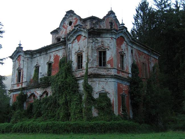 Những lâu đài cả triệu đô bị bỏ hoang khiến du khách tiếc hùi hụi - 9