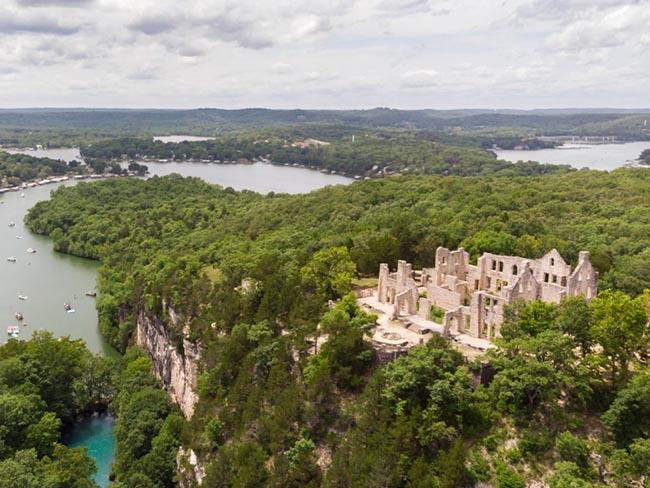 Những lâu đài cả triệu đô bị bỏ hoang khiến du khách tiếc hùi hụi - 10