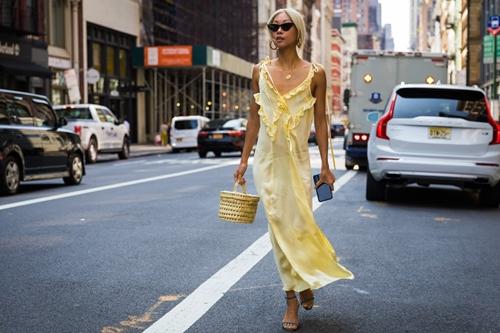 Xuân hè cứ diện váy ngủ ra đường là mát, nhưng nên mặc thế nào? - 12