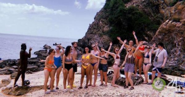 Nhóm thanh niên Anh mắc kẹt trên hòn đảo bị rắn xâm chiếm ở Thái Lan