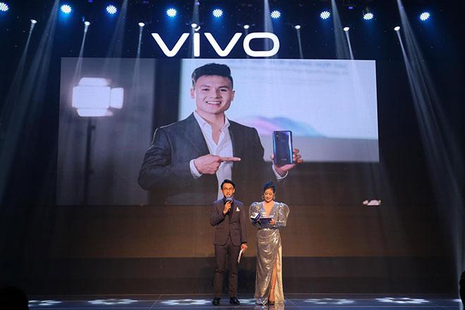 Dàn sao Việt bất ngờ với điện thoại... không có camera selfie - 2