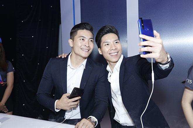 Dàn sao Việt bất ngờ với điện thoại... không có camera selfie - 3