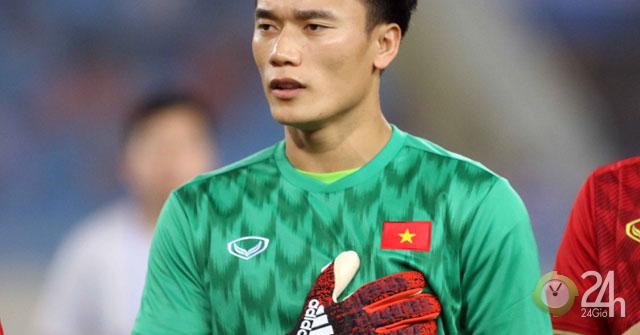 U23 Việt Nam vùi dập Brunei 6-0: Thủ môn Bùi Tiến Dũng làm gì trên sân?