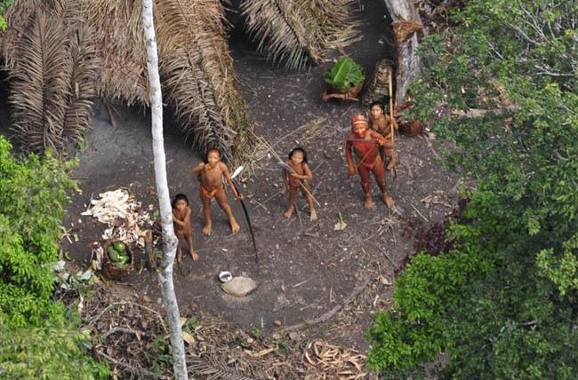 Giật mình với những bộ lạc thiểu số ít người nhất trên thế giới - 5