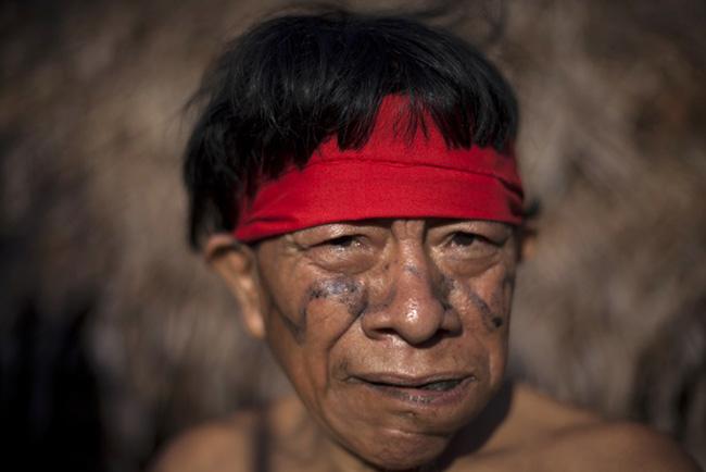 Giật mình với những bộ lạc thiểu số ít người nhất trên thế giới - 3